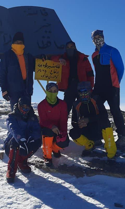 صعود کوهنوردان حامیان طبیعت کهگیلویه و بویراحمد به قلعه شیر کوه یزد+عکس